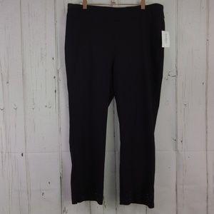 Roz & Ali Dressbarn Classic Fit Black Pants Capris